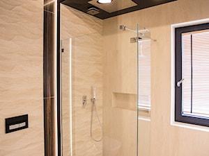 Nowoczesny dom pod Lublinem II - Średnia łazienka w bloku w domu jednorodzinnym z oknem, styl nowoczesny - zdjęcie od Piękne Wnętrza Agata Smolińska