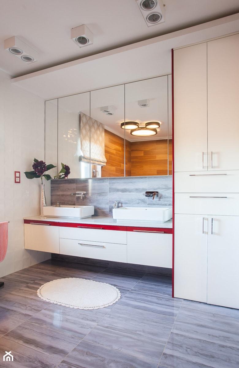 Nowoczesny dom pod Lublinem III - Duża łazienka w bloku w domu jednorodzinnym jako salon kąpielowy z oknem, styl nowoczesny - zdjęcie od Piękne Wnętrza Agata Smolińska