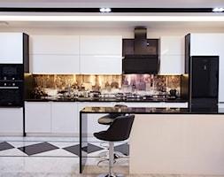 Nowoczesny segment w Lublinie - Duża otwarta biała kuchnia dwurzędowa, styl nowoczesny - zdjęcie od Piękne Wnętrza Agata Smolińska