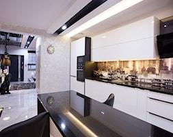 Nowoczesny segment w Lublinie - Duża otwarta szara kuchnia dwurzędowa z wyspą, styl nowoczesny - zdjęcie od Piękne Wnętrza Agata Smolińska