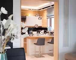 Nowoczesny dom pod Lublinem III - Średnia otwarta czarna kuchnia w kształcie litery l z wyspą z oknem, styl nowoczesny - zdjęcie od Piękne Wnętrza Agata Smolińska