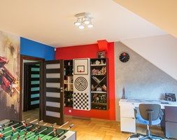 Nowoczesny dom w Lublinie III - Średni biały szary niebieski czerwony pokój dziecka dla chłopca dla dziewczynki dla ucznia dla malucha dla nastolatka, styl nowoczesny - zdjęcie od Piękne Wnętrza Agata Smolińska