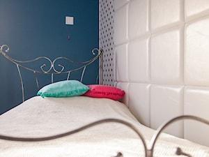 Nowoczesny dom pod Lublinem III - Średni biały turkusowy pokój dziecka dla dziewczynki dla nastolatka, styl nowoczesny - zdjęcie od Piękne Wnętrza Agata Smolińska