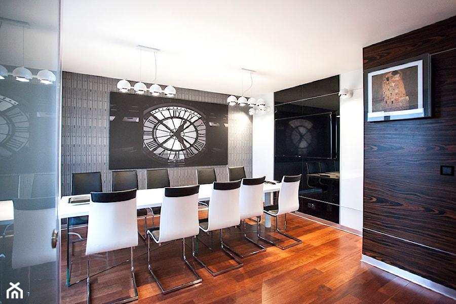 Biuro w Metropolitan Park (17-te piętro) w Lublinie - Średnie duże szare białe biuro pracownia w pokoju, styl nowoczesny - zdjęcie od Piękne Wnętrza Agata Smolińska