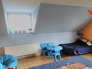 Pokój 12-latki - Średni szary pomarańczowy pokój dziecka dla chłopca dla dziewczynki dla ucznia dla malucha - zdjęcie od paulina_mich
