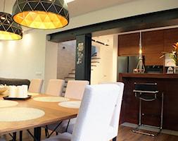 LESZCZYNOWA LODZ - Średnia otwarta biała czarna kuchnia w kształcie litery u, styl nowoczesny - zdjęcie od WM Architekci