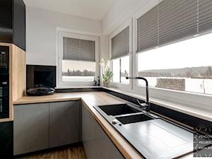 Kuchnia w stylu loft - Mała zamknięta szara czarna kuchnia w kształcie litery l z oknem, styl industrialny - zdjęcie od PRACOWNIA PROJEKTOWA KINGA ZDŻALIK