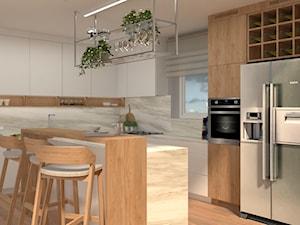 Funkcjonalna kuchnia w bieli, marmurze i drewnie