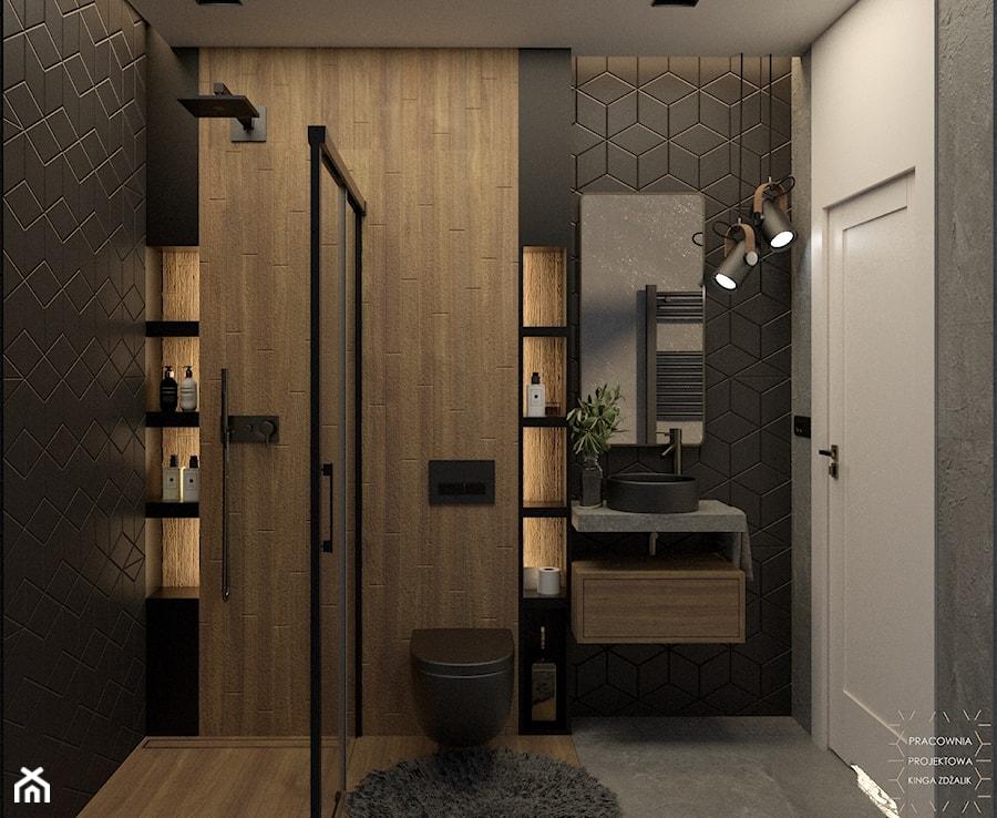 Wąska łazienka w drewnie betonie i czerni - zdjęcie od PRACOWNIA PROJEKTOWA KINGA ZDŻALIK