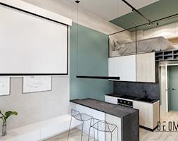 Salon z półwyspem - zdjęcie od Geometria Studio