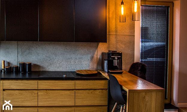 płyty betonowe na ścianie w kuchni