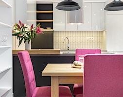 APARTAMENT - KRAKÓW - WROCŁAWSKA - Mała otwarta biała jadalnia w kuchni, styl nowoczesny - zdjęcie od ARCHITEKTURA WNĘTRZ ALEKSANDRA MICHALAK