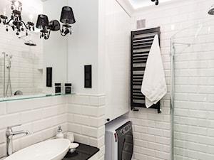 MIESZKANIE - SOSNOWIEC - Mała biała czarna łazienka w bloku w domu jednorodzinnym bez okna, styl klasyczny - zdjęcie od ARCHITEKTURA WNĘTRZ ALEKSANDRA MICHALAK