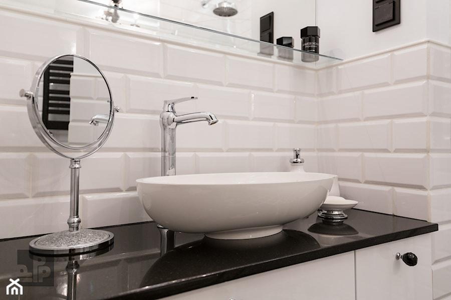 MIESZKANIE - SOSNOWIEC - Mała biała łazienka w bloku w domu jednorodzinnym bez okna, styl klasyczny - zdjęcie od ARCHITEKTURA WNĘTRZ ALEKSANDRA MICHALAK