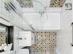 MIESZKANIE - KRAKÓW - GROTTGERA - Średnia biała łazienka w bloku w domu jednorodzinnym bez okna, styl rustykalny - zdjęcie od ARCHITEKTURA WNĘTRZ ALEKSANDRA MICHALAK
