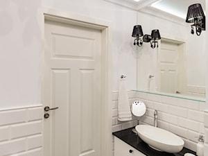 MIESZKANIE - SOSNOWIEC - Mała szara łazienka w bloku w domu jednorodzinnym bez okna, styl klasyczny - zdjęcie od ARCHITEKTURA WNĘTRZ ALEKSANDRA MICHALAK