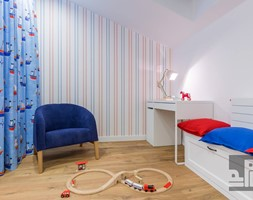 DOM - KRAKÓW - GOETLA - Średni biały kolorowy pokój dziecka dla chłopca dla dziewczynki dla ucznia dla malucha dla nastolatka - zdjęcie od ARCHITEKTURA WNĘTRZ ALEKSANDRA MICHALAK