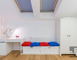 DOM - KRAKÓW - GOETLA - Średni biały niebieski czerwony pokój dziecka dla chłopca dla malucha - zdjęcie od ARCHITEKTURA WNĘTRZ ALEKSANDRA MICHALAK
