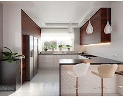 Słoneczna kuchnia. - Średnia biała kuchnia w kształcie litery g w aneksie z wyspą z oknem, styl nowoczesny - zdjęcie od Visoo Design