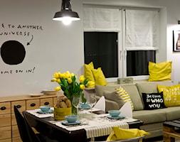 HOLE to another Universe - Średni biały salon z jadalnią, styl eklektyczny - zdjęcie od SHOKO.design - Homebook
