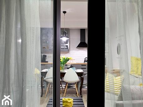 Aranżacje wnętrz - Salon: HOLE to another Universe - Średni biały salon z kuchnią z jadalnią, styl eklektyczny - SHOKO.design. Przeglądaj, dodawaj i zapisuj najlepsze zdjęcia, pomysły i inspiracje designerskie. W bazie mamy już prawie milion fotografii!