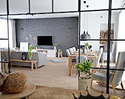 100% organic - Duży szary biały salon z jadalnią, styl skandynawski - zdjęcie od SHOKO.design