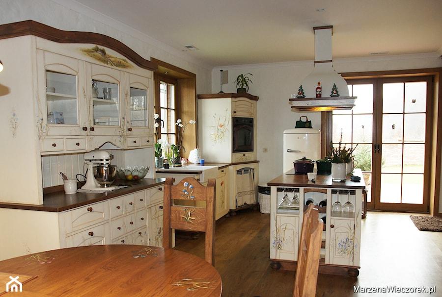 Kuchnia  Biała wyspa   zdjęcie od Marzena Wieczorek -> Kuchnia Rustykalna Dekoracje