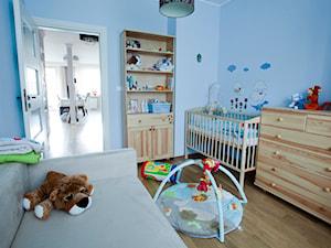 Apartament na Woli 84m2 - Mały niebieski pokój dziecka dla chłopca dla dziewczynki dla rodzeństwa dla niemowlaka dla malucha, styl tradycyjny - zdjęcie od Modeco Magda Olszewska - Architektura wnętrz
