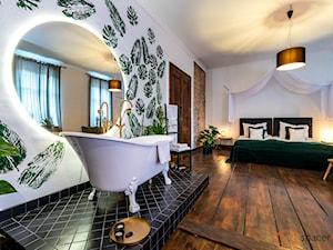 Apartament Salon Zamkowa - Duża biała łazienka w domu jednorodzinnym z oknem - zdjęcie od SpacerWEB Fotografia wnętrz i Wirtualne spacery 3D
