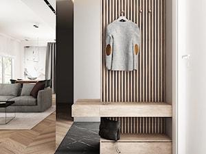 MIESZKANIE 80 M2 / WARSZAWA - Mały biały beżowy hol / przedpokój, styl nowoczesny - zdjęcie od TILLA architects