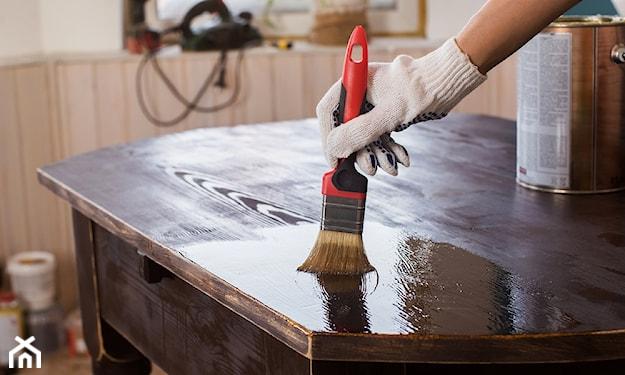 odnawianie mebli drewnianych w domu