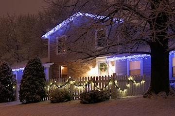 Oświetlenie domu na Święta – jak oświetlić dom na Boże Narodzenie? 5 pomysłów