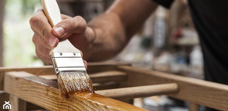 Lakierowanie mebli krok po kroku – jak lakierować meble?