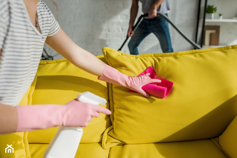 czyszczenie kanapy materiałowej