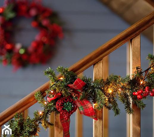Girlanda świąteczna na schody, kominek czy okno – którą dekorację wybierzesz?