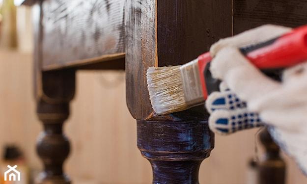 malowanie stołu drewnianego na kolor