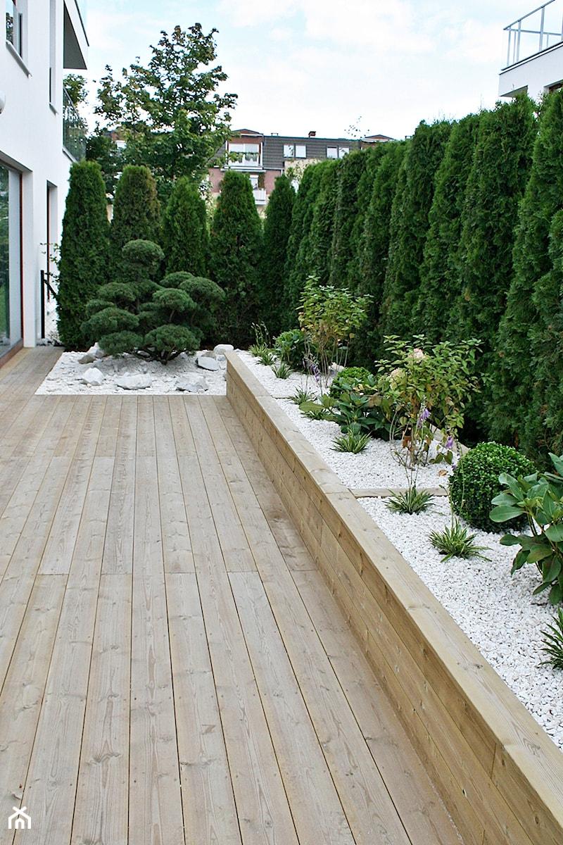 Ogród w Gdyni Orłowie - realizacja - Mały ogród za domem, styl nowoczesny - zdjęcie od Green Pro Studio