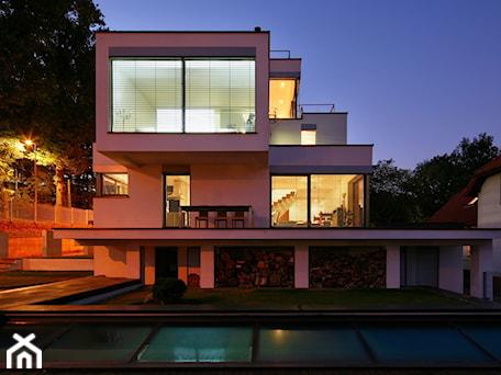 Aranżacje wnętrz - Domy: dom xv - Nowoczesne domy, styl nowoczesny - RS+ Robert Skitek. Przeglądaj, dodawaj i zapisuj najlepsze zdjęcia, pomysły i inspiracje designerskie. W bazie mamy już prawie milion fotografii!