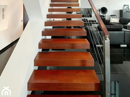 Aranżacje wnętrz - Schody: dom xv - Średnie wąskie schody jednobiegowe drewniane, styl nowoczesny - RS+ Robert Skitek. Przeglądaj, dodawaj i zapisuj najlepsze zdjęcia, pomysły i inspiracje designerskie. W bazie mamy już prawie milion fotografii!