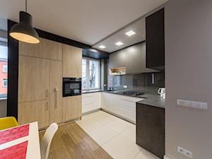 nowoczesna kuchnia w mieszkaniu - zdjęcie od BIAMS Budownictwo i Architektura Marcin Sieradzki - projektant, architekt