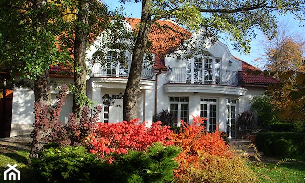 stylowy jesienny ogród