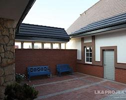 LK&700 - Mały ogród przed domem - zdjęcie od LK&Projekt