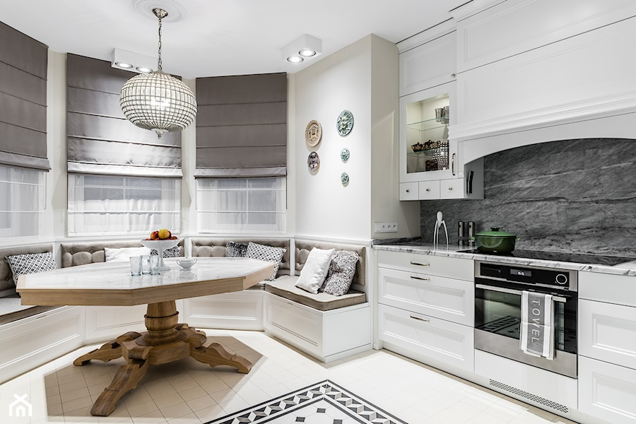 REZYDENCJA_W_GDYNI - Średnia zamknięta biała kuchnia jednorzędowa z oknem - zdjęcie od FABRYKA WNETRZ