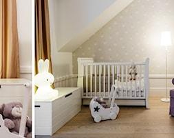 DOM W OKOLICACH GDAŃSKA - Średni biały beżowy pokój dziecka dla chłopca dla dziewczynki dla niemowlaka, styl tradycyjny - zdjęcie od FABRYKA WNETRZ