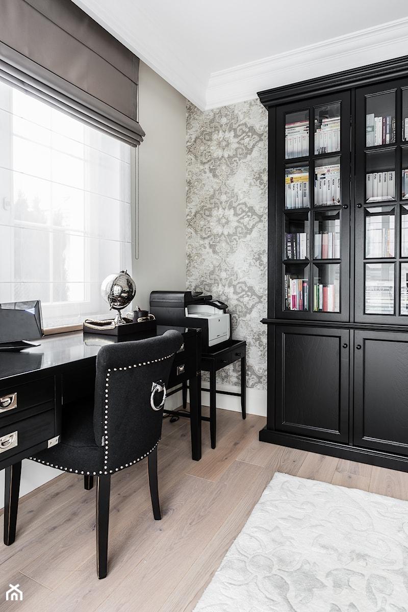 REZYDENCJA_W_GDYNI - Małe szare biuro kącik do pracy - zdjęcie od FABRYKA WNETRZ
