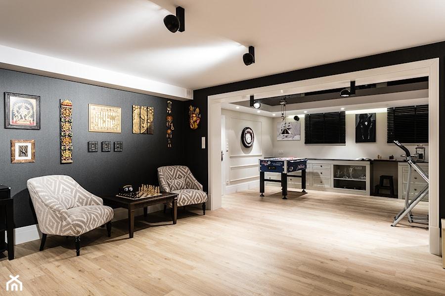 Aranżacje wnętrz - Salon: REZYDENCJA_W_GDYNI - Duży biały czarny salon - FABRYKA WNETRZ. Przeglądaj, dodawaj i zapisuj najlepsze zdjęcia, pomysły i inspiracje designerskie. W bazie mamy już prawie milion fotografii!