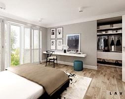 nasycone bielą - Duża szara sypialnia małżeńska z garderobą, styl skandynawski - zdjęcie od LAVA Projektowanie Wnętrz