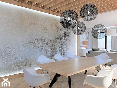 Aranżacje wnętrz - Jadalnia: DOM POD LASEM - Duża otwarta szara jadalnia w salonie, styl nowoczesny - INSIDERS. Przeglądaj, dodawaj i zapisuj najlepsze zdjęcia, pomysły i inspiracje designerskie. W bazie mamy już prawie milion fotografii!