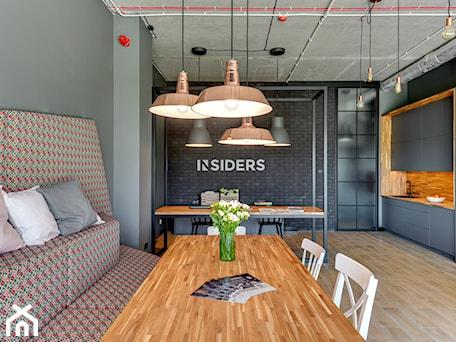 Aranżacje wnętrz - Biuro: BIURO INSIDERS GDAŃSK - Biuro, styl eklektyczny - INSIDERS. Przeglądaj, dodawaj i zapisuj najlepsze zdjęcia, pomysły i inspiracje designerskie. W bazie mamy już prawie milion fotografii!