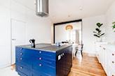 kobaltowa wyspa kuchenna